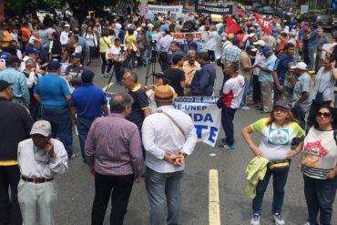 ¡SIGUEN DE PIE! En protesta por la crisis trabajadores toman la Francisco de Miranda a la altura del Centro Lido (+Fotos)