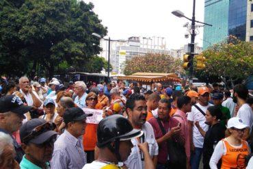 """¡SIN MIEDO! """"Estamos en la calle para decirle NO a la dictadura"""": Caraqueños se restearon y atendieron llamado del Frente Amplio (+Video)"""