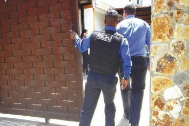 ¡ATROZ! Delincuentes sometieron a una abuela en su casa y la estrangularon con el cable el teléfono