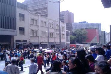 ¡SINVERGÜENZA! Pilla al GNB que tomaba fotos de la protesta frente al Ministerio de Educación Superior (+Foto)