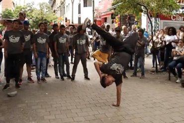 ¡MÍRELOS! Estos venezolanos bailan break dance en Medellín para llevar el sustento a la casa (+Video)