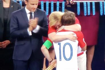 ¡MEMORABLE! El conmovedor abrazo entre la presidenta de Croacia y Modric por ser el mejor jugador del mundial (+Fotos para llorar)