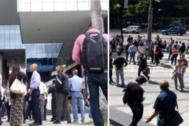 ¡ATENCIÓN! Caraqueños fueron desalojados de oficinas y residencias por nuevo sismo este #22Ago (+Fotos +Video)