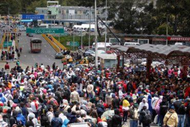 ¡LAMENTABLE! Venezolanos cuentan la odisea que sufren en su huida a Ecuador ante saturación en Colombia
