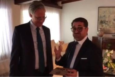 ¡SE LO MOSTRAMOS! Esto fue lo que le regaló Lacava al embajador del Reino Unido en Venezuela (habló en perfecto inglés) (+Video)