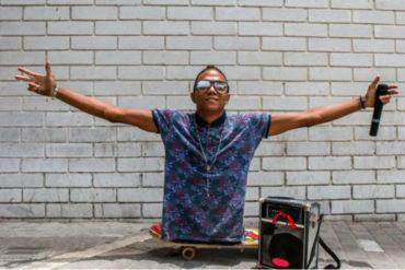 ¡MOTIVADOR! La inspiradora historia de Alca, un venezolano sin piernas que rapea en los autobuses de Colombia (+Video)