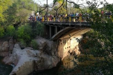 ¡QUÉ HORROR! Adolescente venezolano se lanzó a un río en Colombia y desapareció (presumen que fue arrastrado por la corriente)