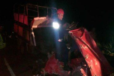 ¡TRÁGICO! Colisión entre camión 350 y autobús dejó 5 muertos y 27 heridos en la carretera Lara-Zulia