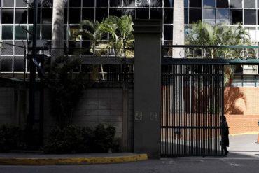 ¡RUEDAN LAS BOLAS DE PAJA! 13 imágenes que demuestran la pírrica participación en las elecciones de este #9D (no las verás en VTV)