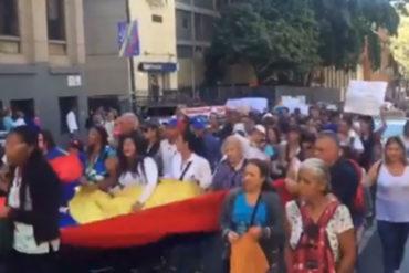 ¡TERRIBLE! La cruda consigna que gritaron maestros frente al Ministerio de Educación: Los venezolanos estamos muriendo de hambre (+Videos)