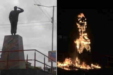 ¡RECHAZO CONTUNDENTE! Manifestantes incendiaron la estatua de Hugo Chávez en San Félix (+Videos +quedó en cenizas)