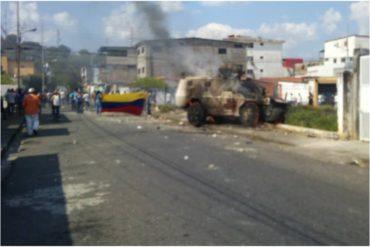 ¡NO COMIERON CUENTO! Manifestantes quemaron tanqueta de la GNB que reprimía en Guanare (+Fotos)