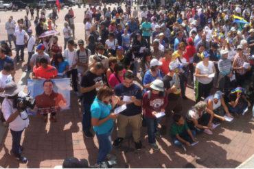 ¡MIRE! Se congregan en la Plaza Alfredo Sadel para el cabildo abierto convocado por Guaidó (+Fotos +#GuaidóChallenge incluido)