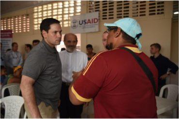 ¡SEPA! Marco Rubio visitó el centro de acopio para los venezolanos en Cúcuta (+Fotos)