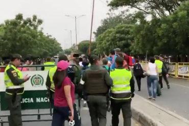 ¡ATENCIÓN! Un cuarto soldado cruzó la frontera en el puente Santander: Se negó a impedir el ingreso de ayuda humanitaria (+Videos)