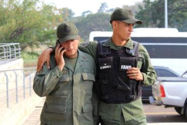 ¡ATENTOS! Al menos 23 funcionarios uniformados se desmarcan de Maduro y piden protección en Colombia