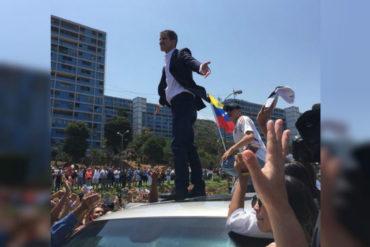 ¡LE MOSTRAMOS! Guaidó se detuvo en Vargas para saludar a una multitud que lo esperaba en las calles (+Video)