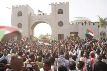 """¡ENTÉRESE! Oposición en Sudán denuncia """"autogolpe"""" del régimen de Al Bashir para mantener el poder"""