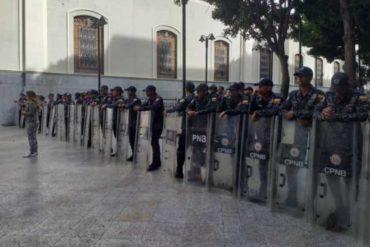 ¡ALERTA! GNB, PNB y Sebin encapuchados toman sede de la Asamblea Nacional: Buscan impedir que sesione (+Fotos +Videos)