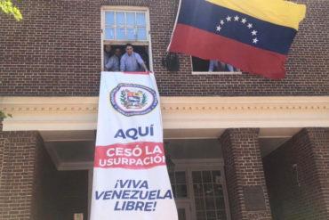 ¡SEPA! Izan bandera de Venezuela en Embajada en Washington y denuncian daños causados por la toma de Code Pink
