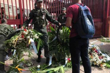 ¡VEA! GNB destrozó las flores que dejaron en la Comandancia de la Armada por el asesinato de Acosta Arévalo (+Fotos)