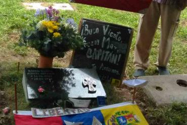 ¡VEA! Llenaron de  flores y banderas la tumba del capitán Acosta Arévalo (+Fotos)
