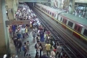 ¡CAOS TOTAL! Reportan fuerte retraso en la L1 del Metro de Caracas este #28Oct por fallas eléctricas