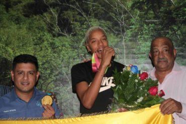 ¡BIENVENIDA, CAMPEONA! Yulimar Rojas llegó a Venezuela tras ganar medalla de oro en Mundial de Doha (+Video y fotos)