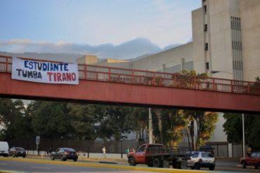 "¡SE LO TRAEMOS! ""Estudiante tumba tirano"": La pancarta que colocaron cerca del TSJ este #23Ene (+Foto +Video)"