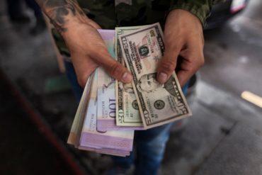¡YA ERA HORA! Comercios en Caracas se abren a aceptar dólares rayados y deteriorados