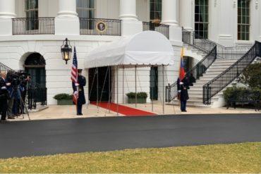 ¡VEA! La bandera de Venezuela fue izada junto a la de Estados Unidos en los jardines de la Casa Blanca (+imagen)