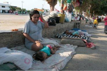 """¡QUÉ DURO! """"Nos corren, nos insultan y nos tratan mal"""": el drama de los migrantes venezolanos que duermen en el piso en Cúcuta"""