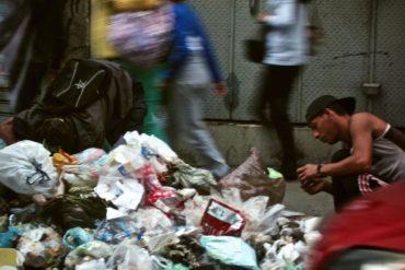 """¡LAMENTABLE! Venezolano que recicla plástico de la basura: """"Si llegamos a ser encerrados 40 días, mis hijos van a morir por hambre"""""""