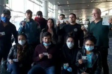 """¡QUÉ DURO! Venezolanos varados en el aeropuerto de Bogotá al gobierno de Colombia: """"Les suplicamos que nos dejen entrar"""" (+Video)"""