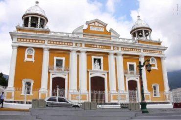 ¡SEPA! Sacaron imagen de una virgen en iglesia de La Pastora en medio de la cuarentena social por el coronavirus (+Foto)
