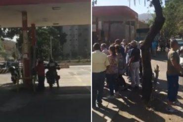 """¡VAYA, VAYA! """"Un policía echando gasolina y quedan 200 personas en la cola"""": La denuncia de los usuarios de una bomba de Montalbán (+Video)"""