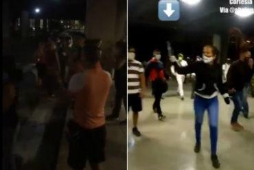 ¡VEA! El momento en el que presuntos colectivos chavistas agredieron a manifestantes en Parque Central (+Video)