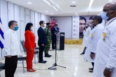 ¡INCONSCIENTES! Régimen condecoró a médicos cubanos mientras la cifra de trabajadores de la salud fallecidos con covid-19 en el país va en aumento (+Videos)