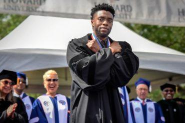 """¡INCREÍBLE! El poderoso y mágico discurso de Chadwick Boseman (Black Panther) a estudiantes de la universidad en la que se graduó: """"Howard para siempre"""" (+Video)"""