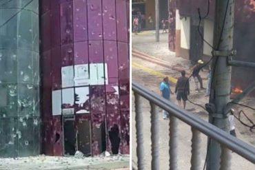 ¡LE MOSTRAMOS! Aseguran que manifestantes destrozaron y quemaron la sede de la alcaldía del municipio Bruzual en Chivacoa este #26Sep (+Fotos +Video)