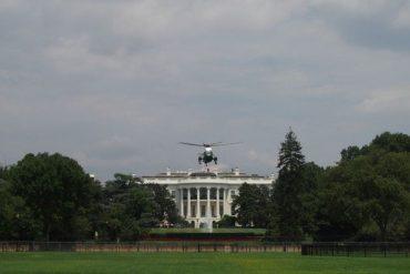 ¡LE MOSTRAMOS! El momento en el que un helicóptero aterrizó en la Casa Blanca para llevar a Trump a un hospital militar (+Video)