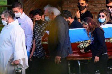 ¡VEA! Maradona fue sepultado junto a sus padres en una ceremonia familiar: Medios de comunicación transmitieron usando drones (+Imágenes conmovedoras)